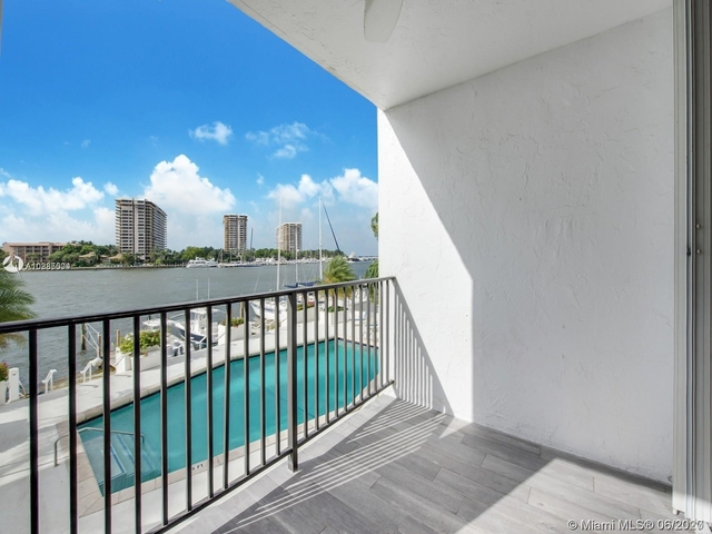 2 Bedrooms, Fairview Rental in Miami, FL for $4,200 - Photo 1