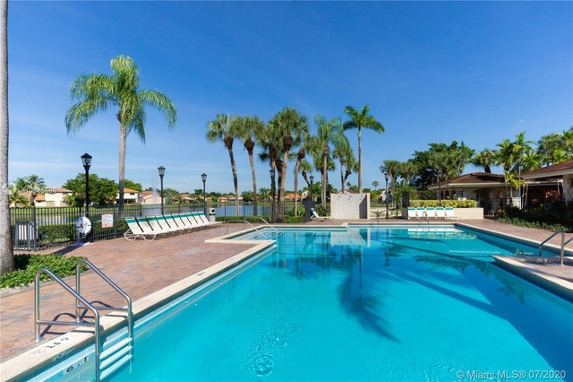 2 Bedrooms, Moors Townhouses Rental in Miami, FL for $1,500 - Photo 2