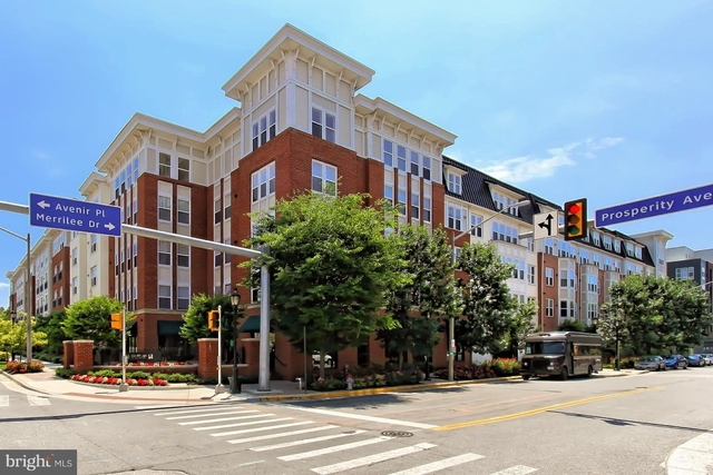 2 Bedrooms, Merrifield Rental in Washington, DC for $2,150 - Photo 1
