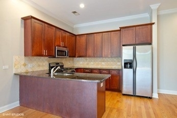 2 Bedrooms, Ravenswood Rental in Chicago, IL for $2,327 - Photo 2