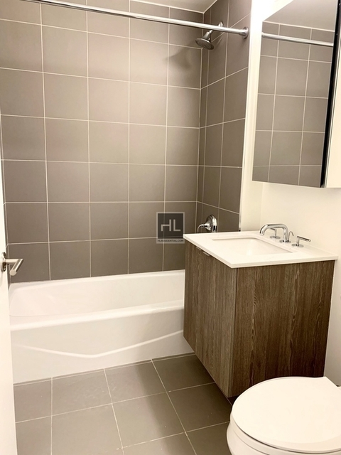 1 Bedroom, Hell's Kitchen Rental in NYC for $2,999 - Photo 2