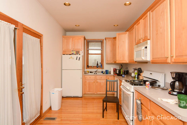 3 Bedrooms, Roscoe Village Rental in Chicago, IL for $2,699 - Photo 2