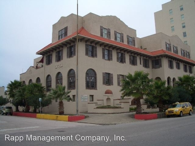 3 Bedrooms, Downtown Galveston Rental in Houston for $2,500 - Photo 2
