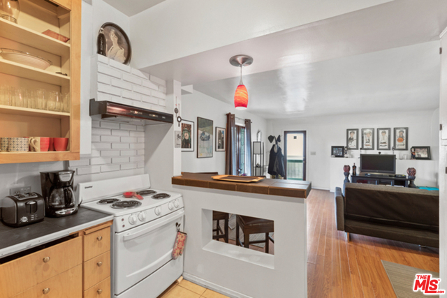 1 Bedroom, Hollywood Hills West Rental in Los Angeles, CA for $2,200 - Photo 2