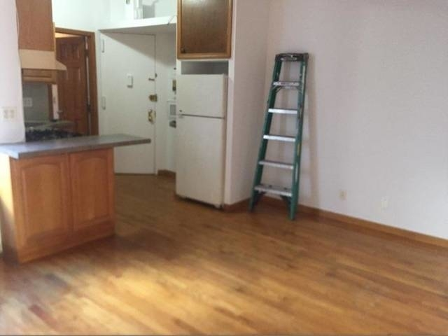 3 Bedrooms, Astoria Rental in NYC for $2,300 - Photo 2