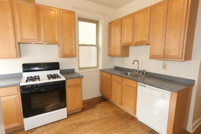 2 Bedrooms, Andersonville Rental in Chicago, IL for $1,450 - Photo 2