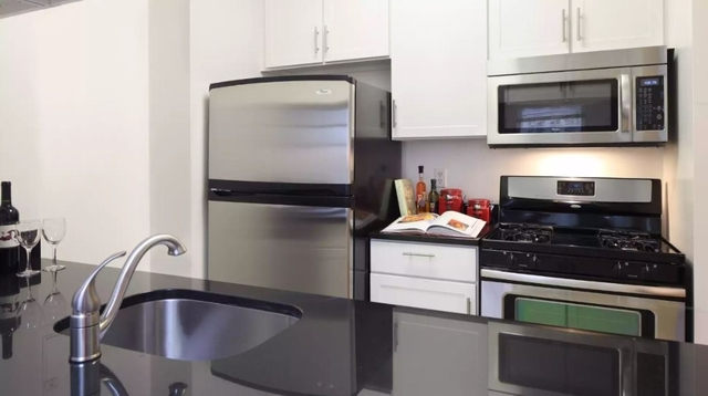 2 Bedrooms, Financial District Rental in NYC for $4,373 - Photo 2