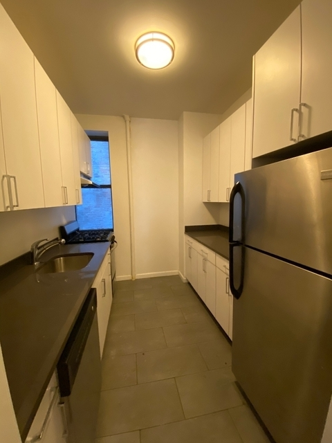 3 Bedrooms, Carnegie Hill Rental in NYC for $3,750 - Photo 2