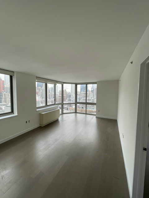 2 Bedrooms, Hell's Kitchen Rental in NYC for $3,950 - Photo 1