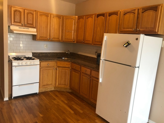 3 Bedrooms, Ditmars Rental in NYC for $3,050 - Photo 2
