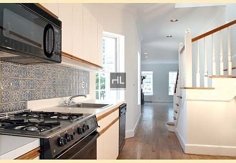 4 Bedrooms, Yorkville Rental in NYC for $7,475 - Photo 2