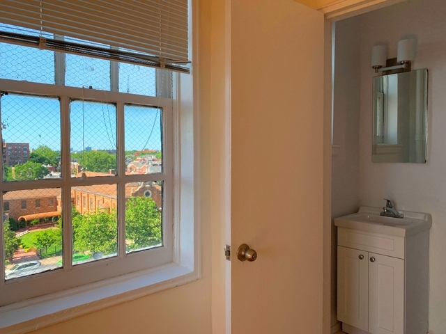 2 Bedrooms, Gravesend Rental in NYC for $2,250 - Photo 1