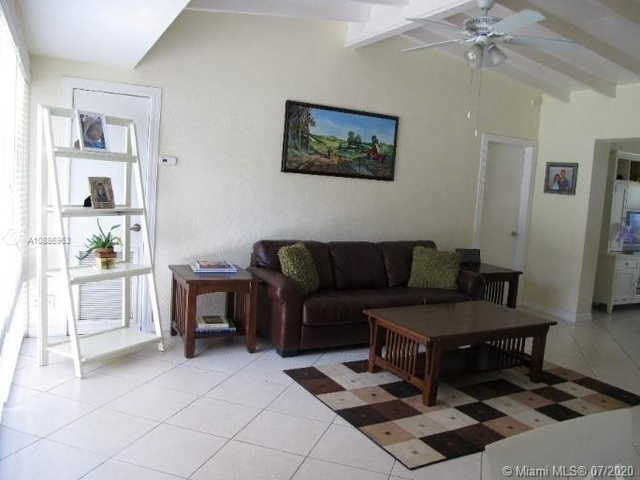 3 Bedrooms, Country Club Estates Rental in Miami, FL for $2,600 - Photo 2