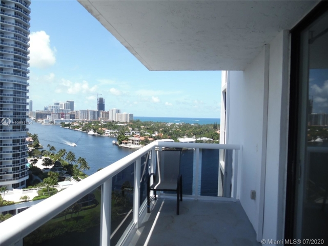 2 Bedrooms, Biscayne Yacht & Country Club Rental in Miami, FL for $2,400 - Photo 2