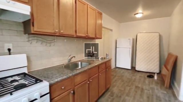 3 Bedrooms, Gravesend Rental in NYC for $1,900 - Photo 2