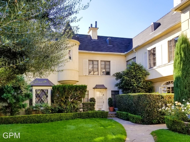 2 Bedrooms, Hollywood Hills West Rental in Los Angeles, CA for $2,500 - Photo 1