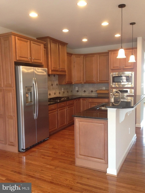 3 Bedrooms, Montgomery Rental in Washington, DC for $2,850 - Photo 2