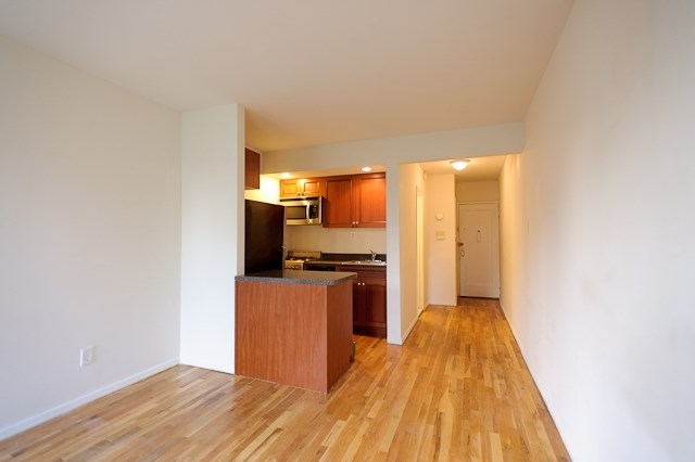 1 Bedroom, Hell's Kitchen Rental in NYC for $2,295 - Photo 2
