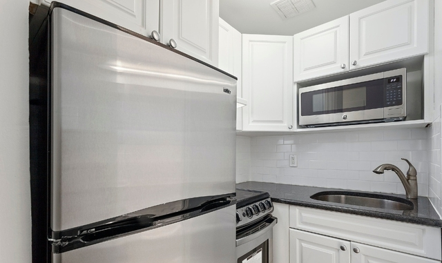 1 Bedroom, Gramercy Park Rental in NYC for $2,723 - Photo 2