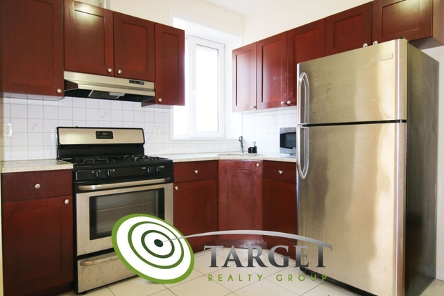 3 Bedrooms, Astoria Rental in NYC for $2,799 - Photo 2