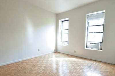 3 Bedrooms, Yorkville Rental in NYC for $2,950 - Photo 2