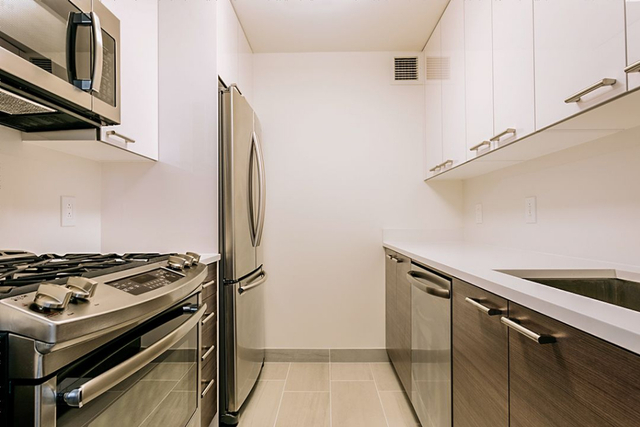 1 Bedroom, Yorkville Rental in NYC for $4,088 - Photo 2