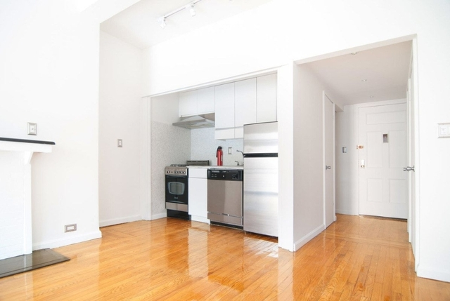 Studio, Theater District Rental in NYC for $3,025 - Photo 2