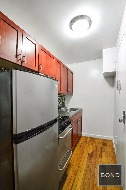2 Bedrooms, Yorkville Rental in NYC for $2,250 - Photo 2