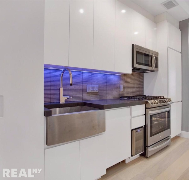 3 Bedrooms, Lower East Side Rental in NYC for $5,533 - Photo 2