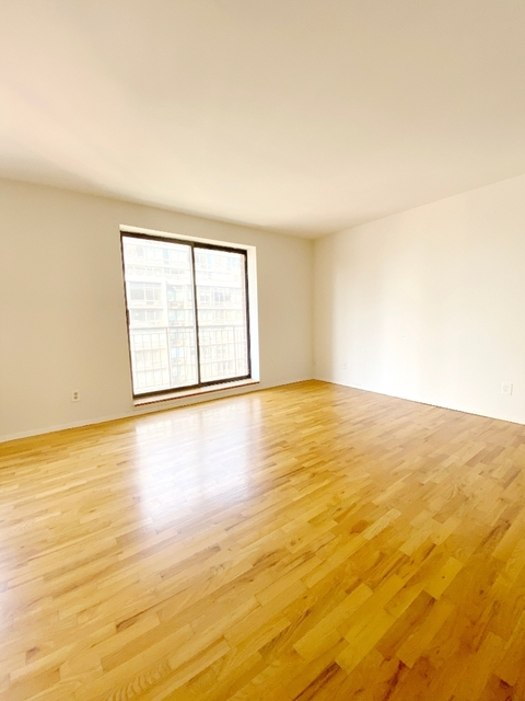 Studio, Yorkville Rental in NYC for $2,361 - Photo 2