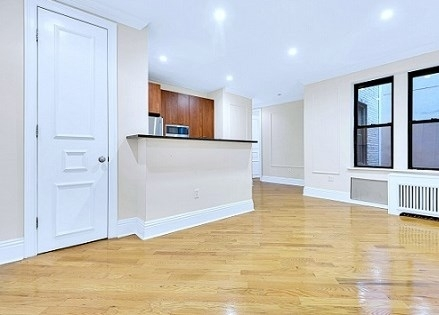 3 Bedrooms, Upper East Side Rental in NYC for $4,595 - Photo 1