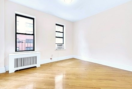 3 Bedrooms, Upper East Side Rental in NYC for $4,595 - Photo 2
