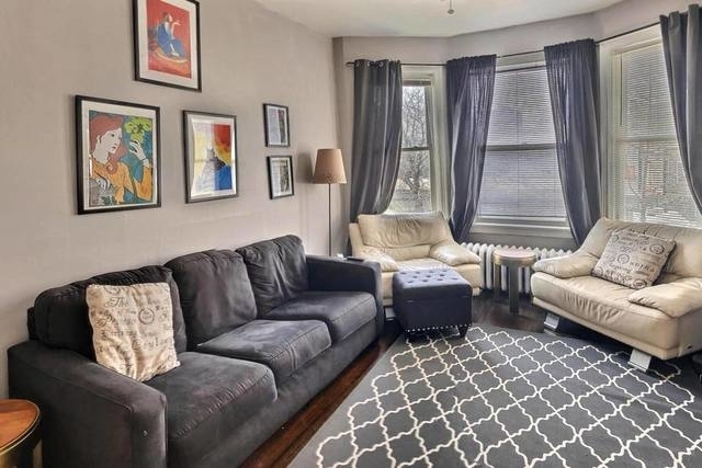 2 Bedrooms, Wrigleyville Rental in Chicago, IL for $2,300 - Photo 2