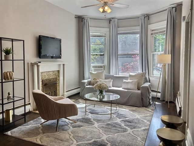 2 Bedrooms, Wrigleyville Rental in Chicago, IL for $2,200 - Photo 2