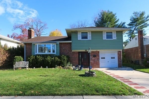 4 Bedrooms, Roslyn Heights Rental in Long Island, NY for $5,000 - Photo 1