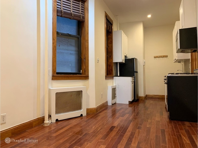 1 Bedroom, Chelsea Rental in NYC for $2,195 - Photo 2
