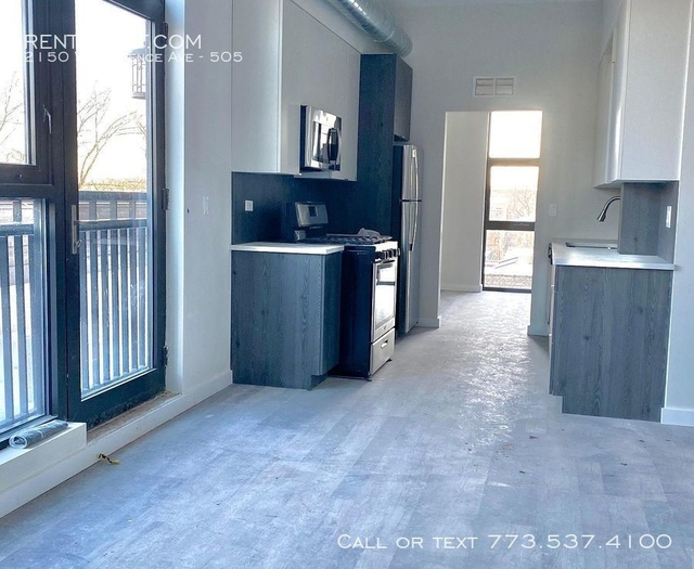 1 Bedroom, Ravenswood Rental in Chicago, IL for $2,050 - Photo 2