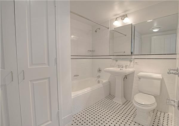 2 Bedrooms, Hell's Kitchen Rental in NYC for $4,415 - Photo 2