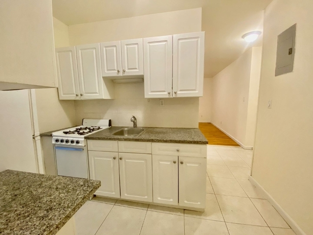 3 Bedrooms, Lincoln Square Rental in NYC for $4,350 - Photo 2