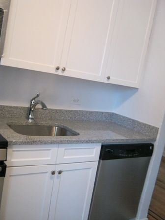 3 Bedrooms, Flushing Rental in NYC for $2,488 - Photo 1