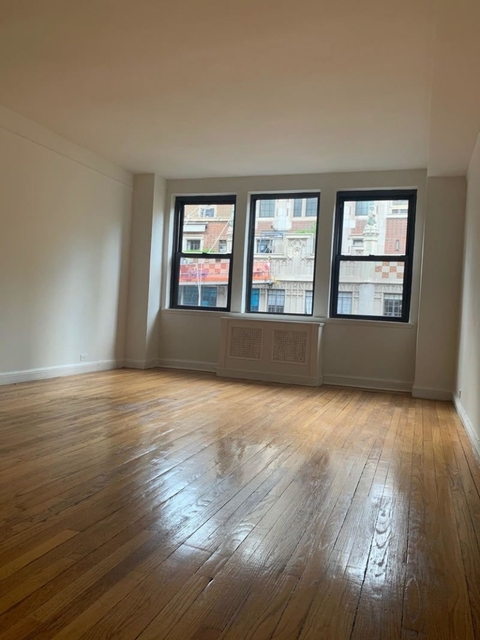 1 Bedroom, Tudor City Rental in NYC for $3,195 - Photo 2