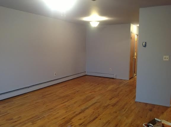 3 Bedrooms, Gravesend Rental in NYC for $2,300 - Photo 2