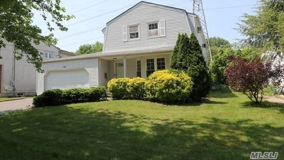 4 Bedrooms, Roslyn Heights Rental in Long Island, NY for $4,500 - Photo 1