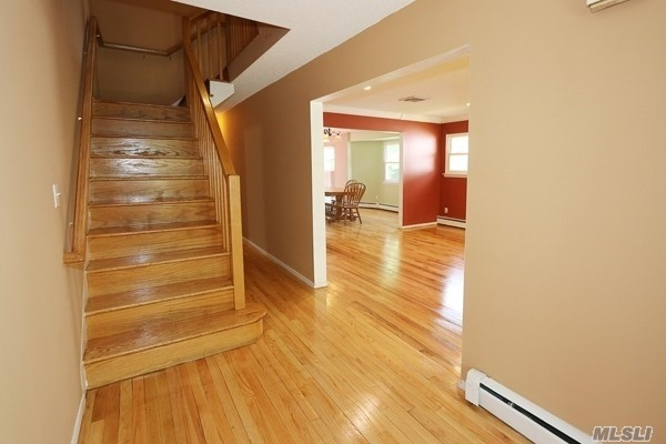 4 Bedrooms, Roslyn Heights Rental in Long Island, NY for $4,500 - Photo 2