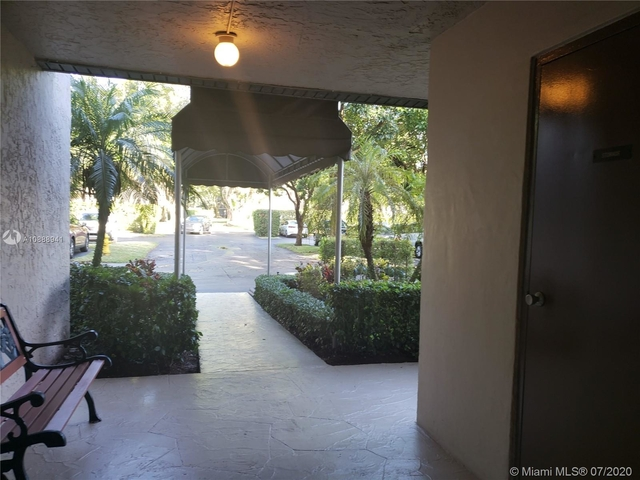 2 Bedrooms, Pine Island Ridge Rental in Miami, FL for $1,550 - Photo 2