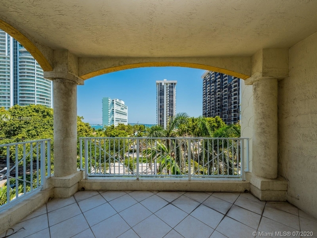 2 Bedrooms, Brickell Rental in Miami, FL for $2,200 - Photo 1