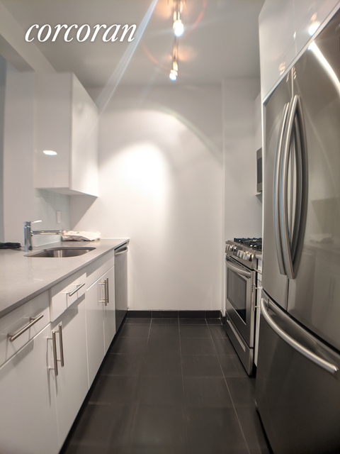 1 Bedroom, Hunters Point Rental in NYC for $2,668 - Photo 2