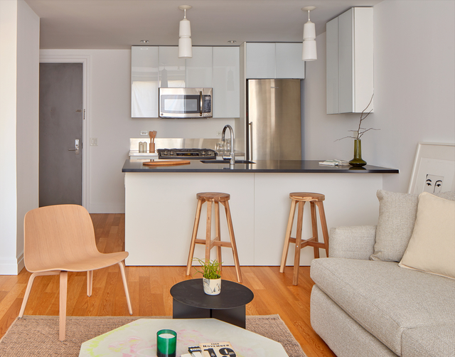 2 Bedrooms, Hell's Kitchen Rental in NYC for $4,315 - Photo 2