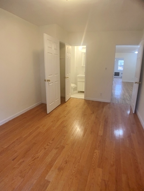 4 Bedrooms, Queensboro Hill Rental in NYC for $2,600 - Photo 2
