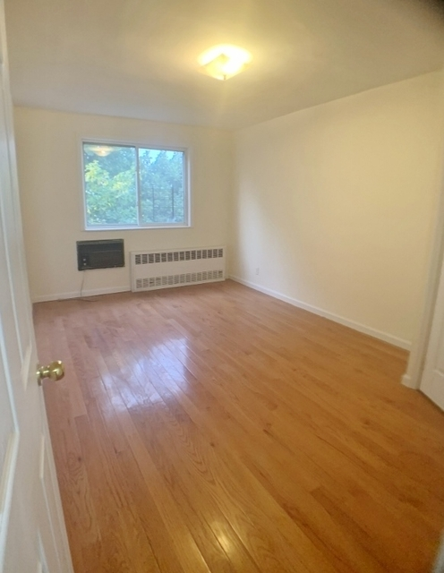 4 Bedrooms, Queensboro Hill Rental in NYC for $2,600 - Photo 1